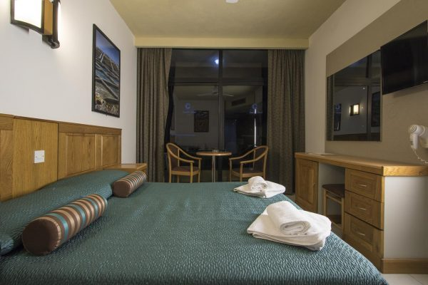 canifor-hotel-room-with-balcony