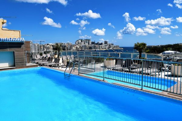 bayview-hotel-silema-swimming-pool