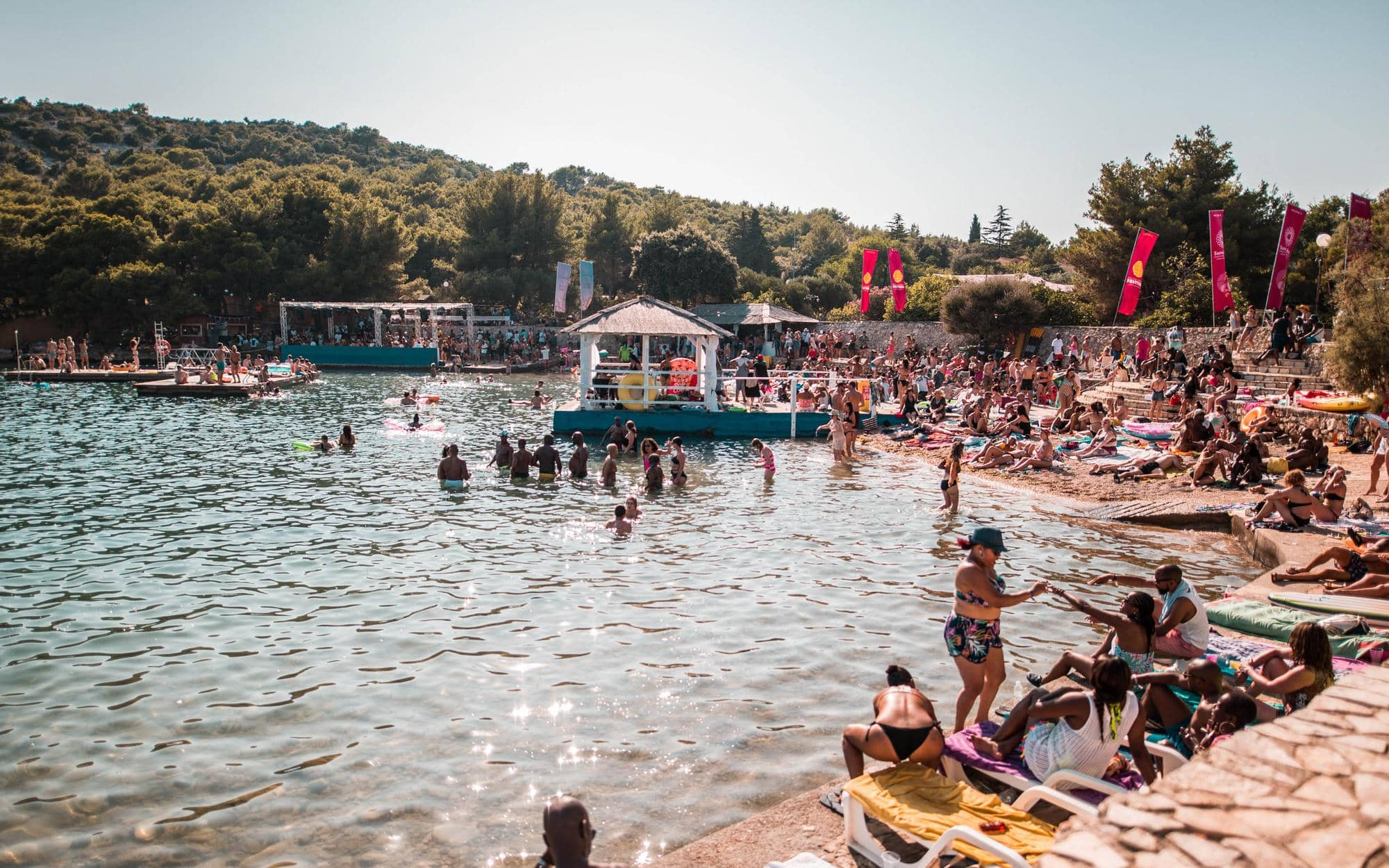 the-garden-tisno-beach-daytime